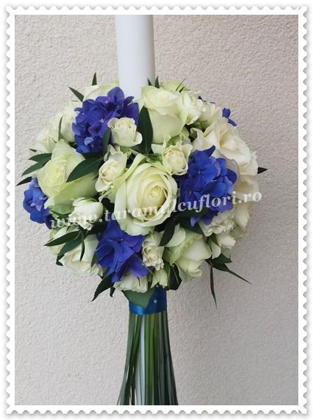 Lumanari nunta-hortensie albastra si trandafiri.0745